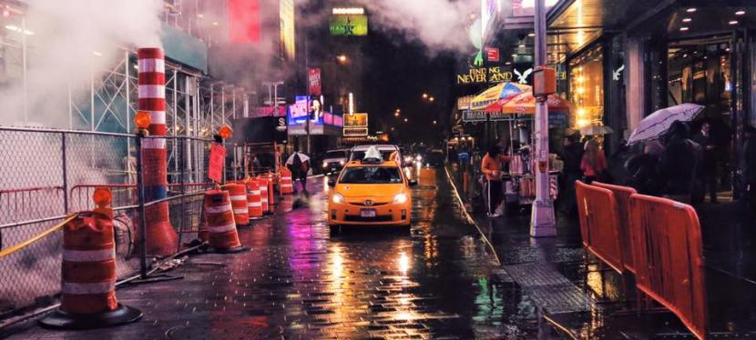 7.5 photos that will make you want to leave your hotel room and splash about in Times Square!